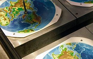 maschinengefertigte Globen